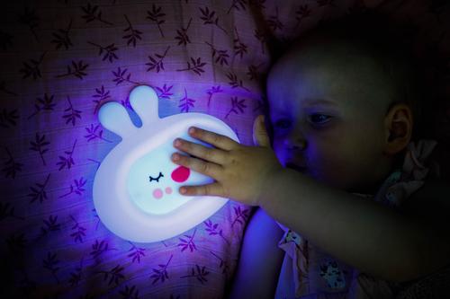 InnoGIO Silikonowa szumiąca lampka nocna GIOsleepy Bunny GIO-134 (10)